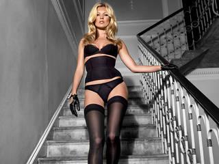 Widescreen Bild perfekt Kate Moss in schwarzen Strümpfen