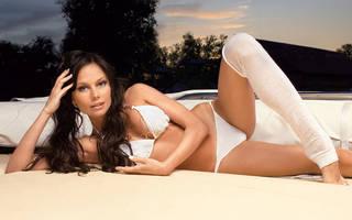 Bella ragazza in lingerie erotica.