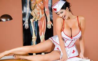 Enfermera atractiva.