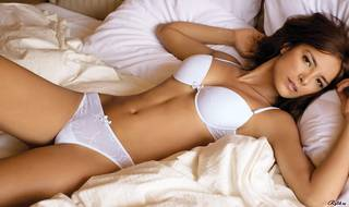 Erotique fille dans la lingerie.